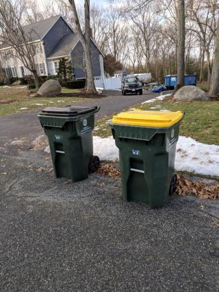 Correct way to set out trash and recycling